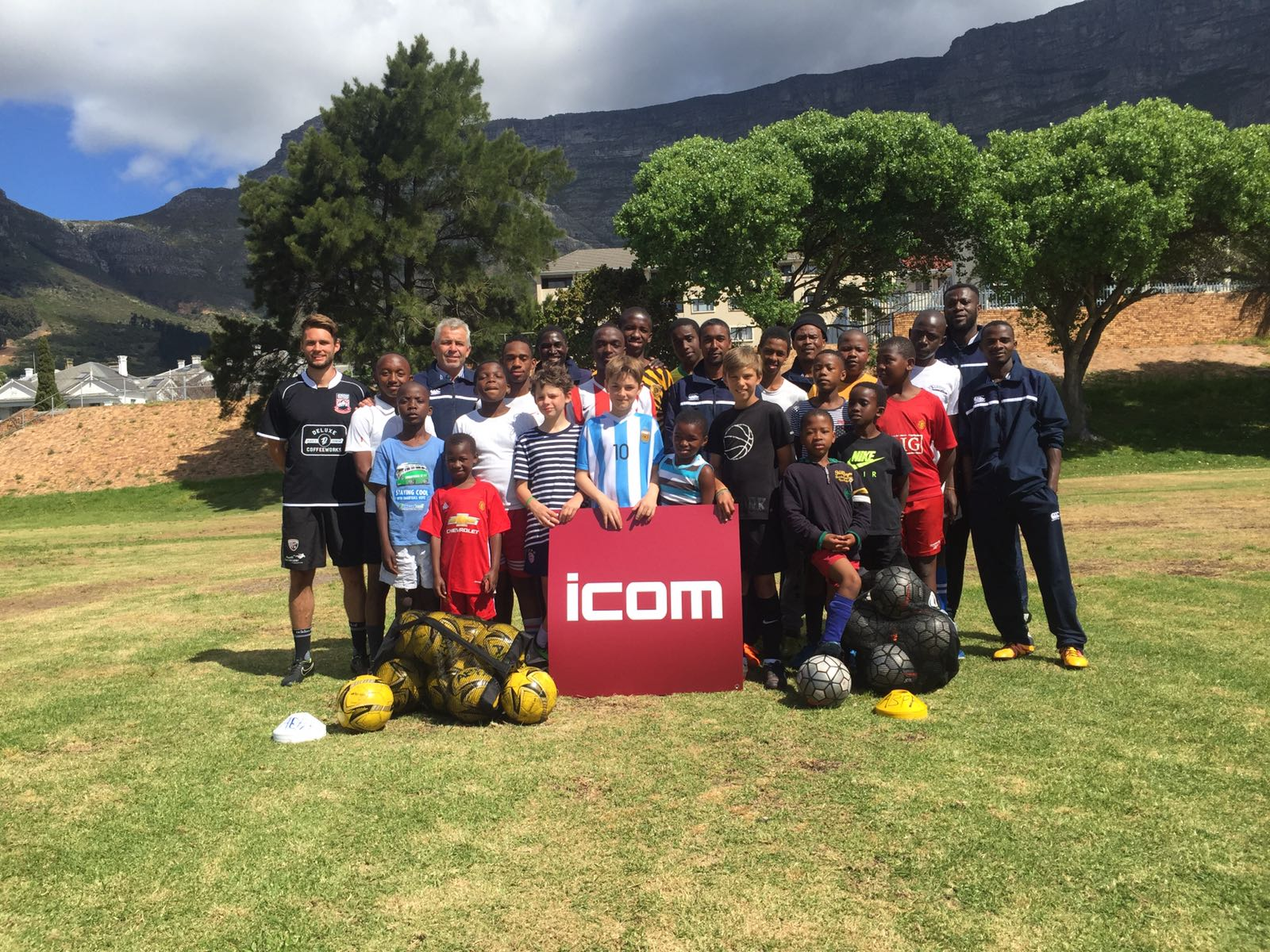 African Brothers Football Academy - ICOM Messebau unterstützt